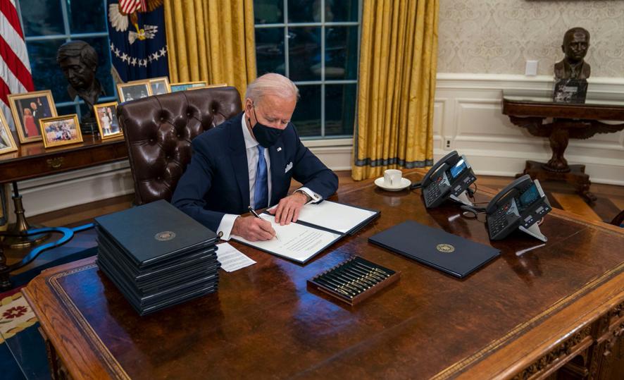 O presidente Biden removeu o botão da Coca Diet