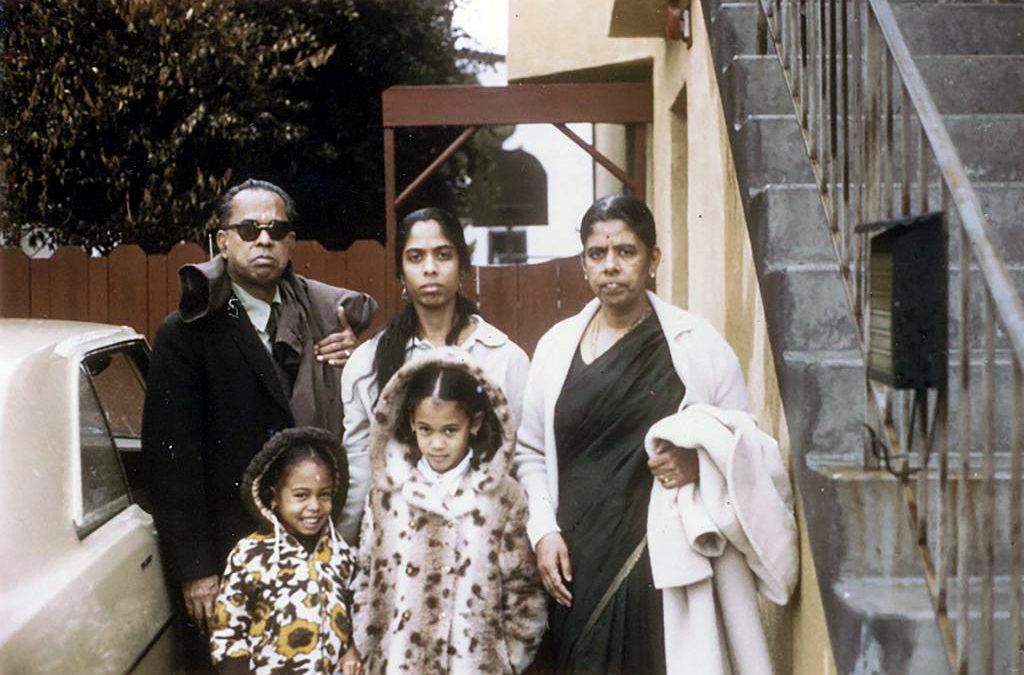 Mesmo com a nação em desordem, não ignore Kamala Harris fazendo história
